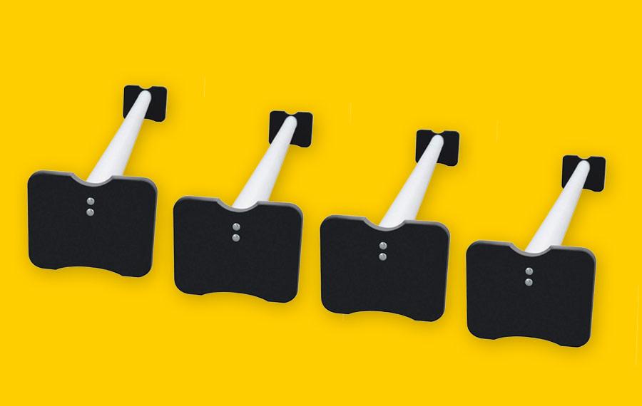 Vier Kunststoff-Cavaletti  450,– €
